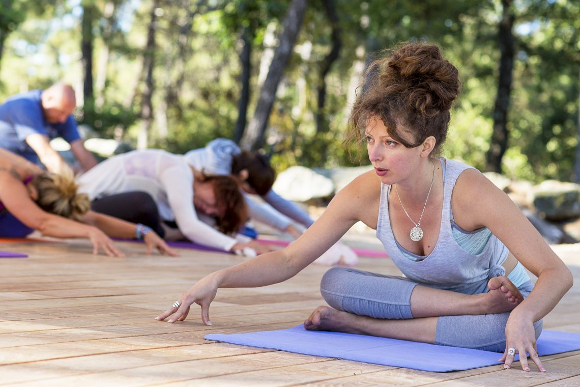 La pratique du yoga qui redevient en vogue